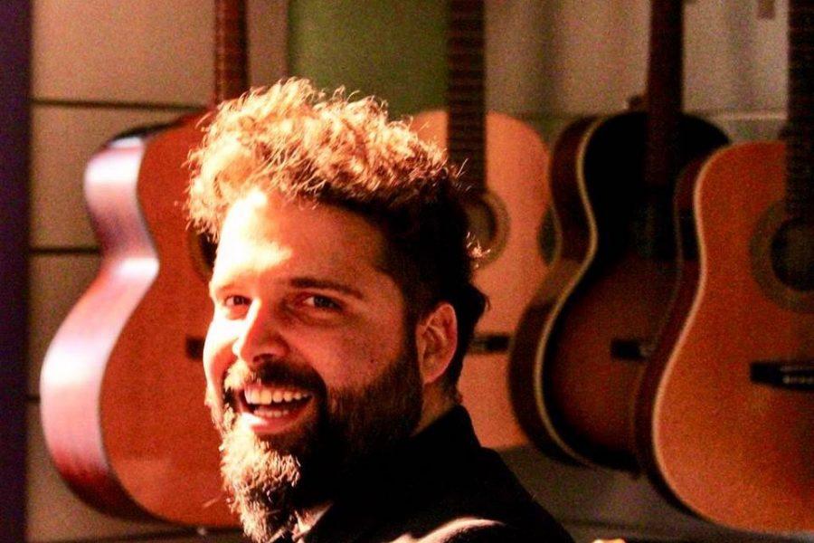 Giuda Nicolosi, tra i cantautori del festival!